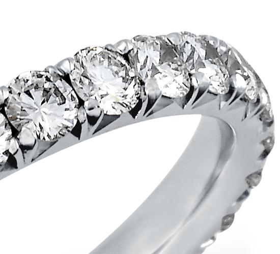 Bague d'éternité diamants sertis pavé français en platine