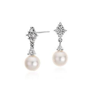 Aretes de diamante y perlas cultivadas de agua dulce en oro blanco de 14k (7mm)