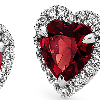 Aretes con micropavé de diamantes y granate con forma de corazón en oro blanco de 18k (6 mm)