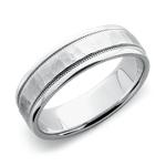 Alianza con acabado martillado y diseño milgrain de ajuste cómodo en platino (6mm)