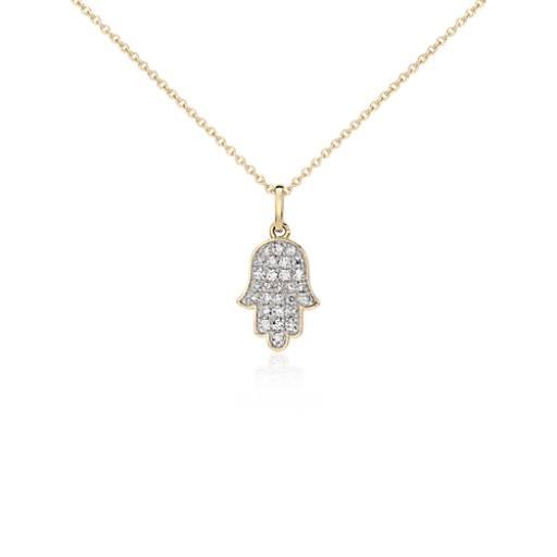 Colgante pequeño de diamantes con forma de jamsa en oro amarillo de 14k (1/10 qt. total)