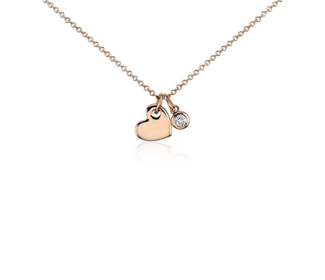 Colgante con dije de diamante en forma de corazón en oro rosado de 14k (1/20 qt. total)