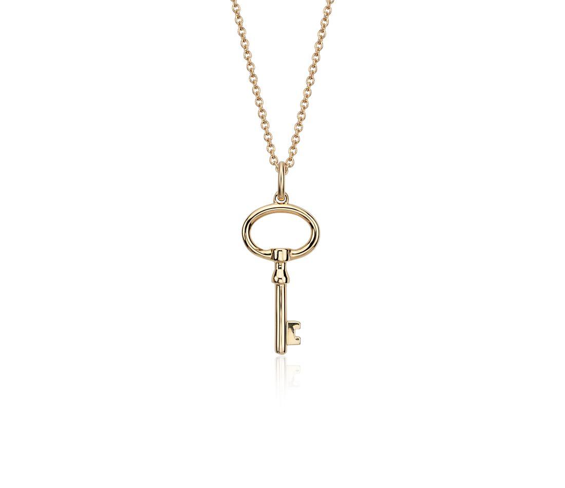 Colgante pequeño en forma de llave en oro amarillo de 14k