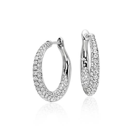 Aretes tipo argolla con diamantes superpuestos Lucille en oro blanco de 18 k (2 qt. total)