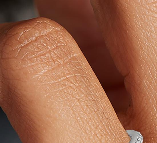 Bague de fiançailles halo de diamants taille marquise en platine