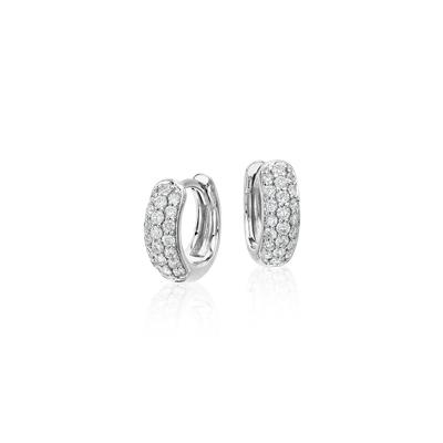 Mini Aretes tipo argolla con pavé de diamantes in oro blanco de 14 k (1/3 qt. total)