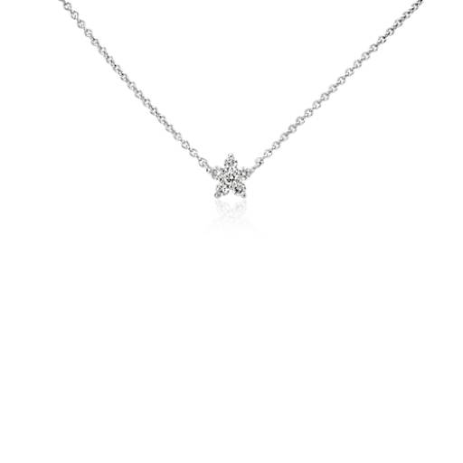 Colgante de diamantes con estrella pequeña en oro blanco de 14k (1/10 qt. total)