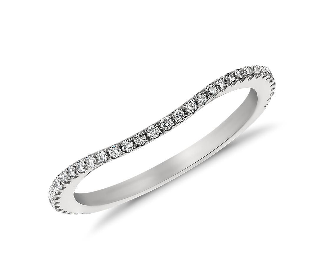 Anillo de pavé de diamantes curvo de Monique Lhuillier (1/5 qt. total)