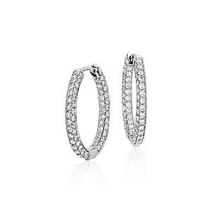 Aretes tipo argolla de Monique Lhuillier, con diamantes ovalados. en oro blanco de 18k (1 qt. total)