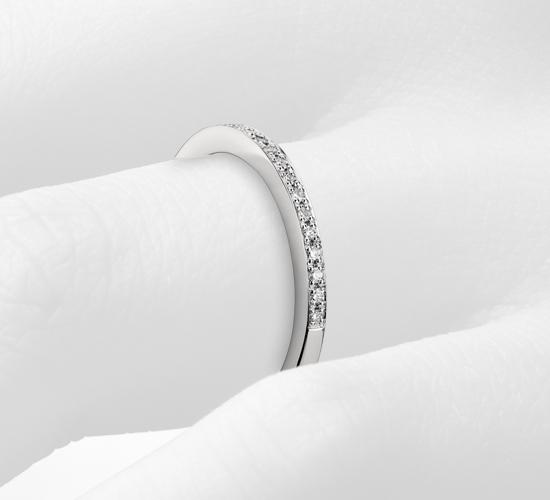 鉑金 Monique Lhuillier 密釘鑽石戒指( 1/8 克拉總重量)