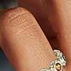 Anillo estilo confeti con múltiples gemas en oro amarillo de 14k (3mm)