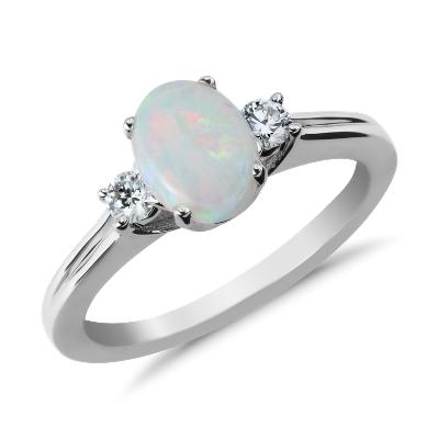 Bague diamant et opale en or blanc 18carats (8x6mm)