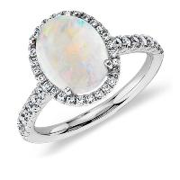 Anillo de diamantes y ópalos en oro blanco de 18 k (10x8mm)