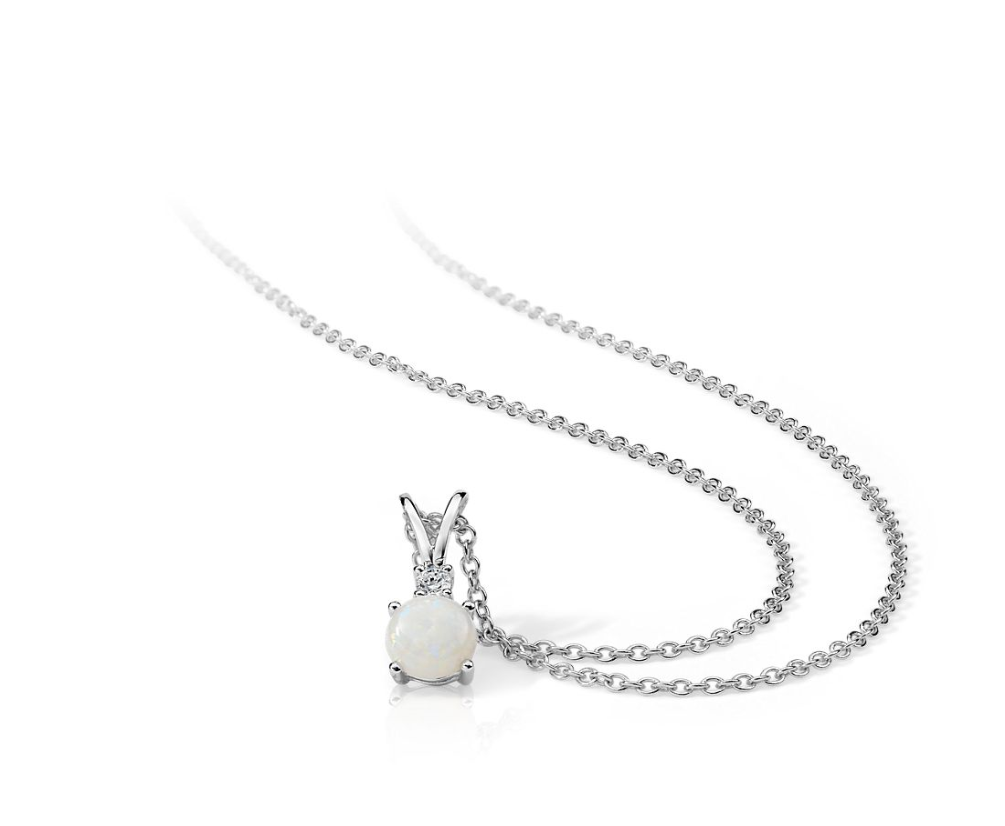 Colgante con diamante solitario y ópalo en oro blanco de 18k (5mm)