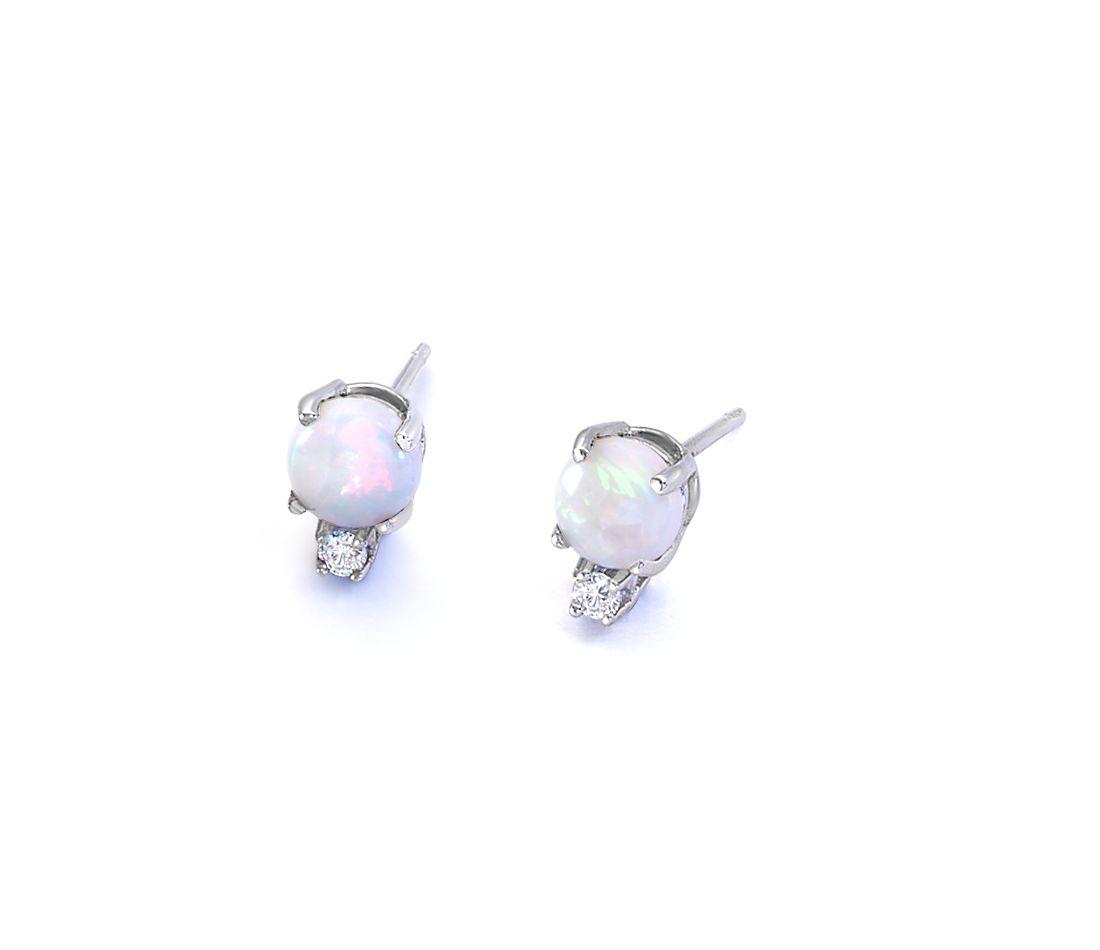 Aretes de diamante y ópalo en oro blanco de 18k (5mm)