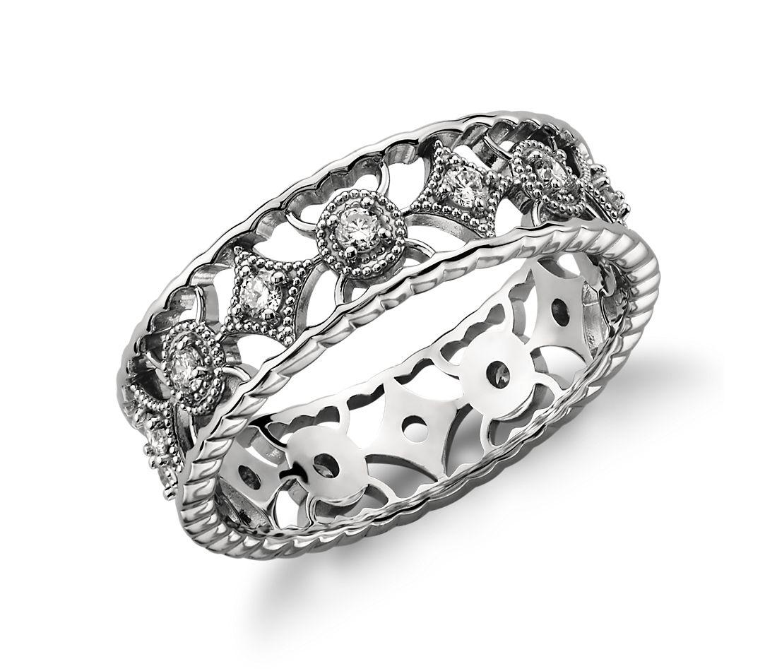 Anillo de eternidad de diamantes con filigrana abierta en platino (1/3 qt. total)