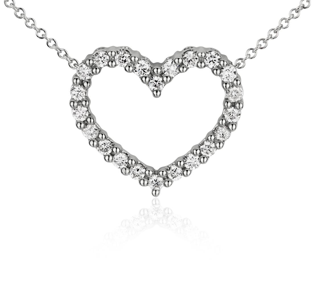 Collar con forma de corazón de diamantes en oro blanco de 14k