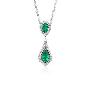 Colgante con esmeralda en forma de pera y pavé de diamantes en oro blanco de 18 k (7x5mm)