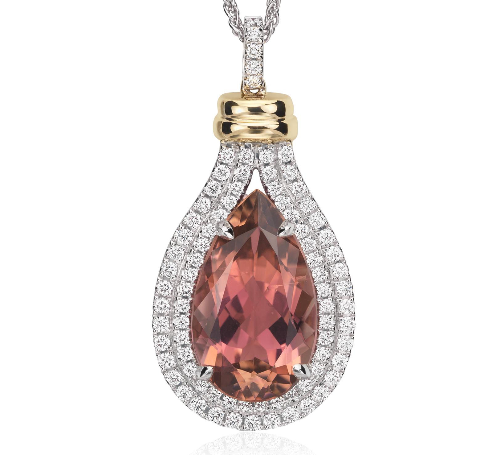 Colgante con turmalinas rosadas con forma de pera y halo de diamantes en oro blanco de 18k (piedra central de 8,75qt)