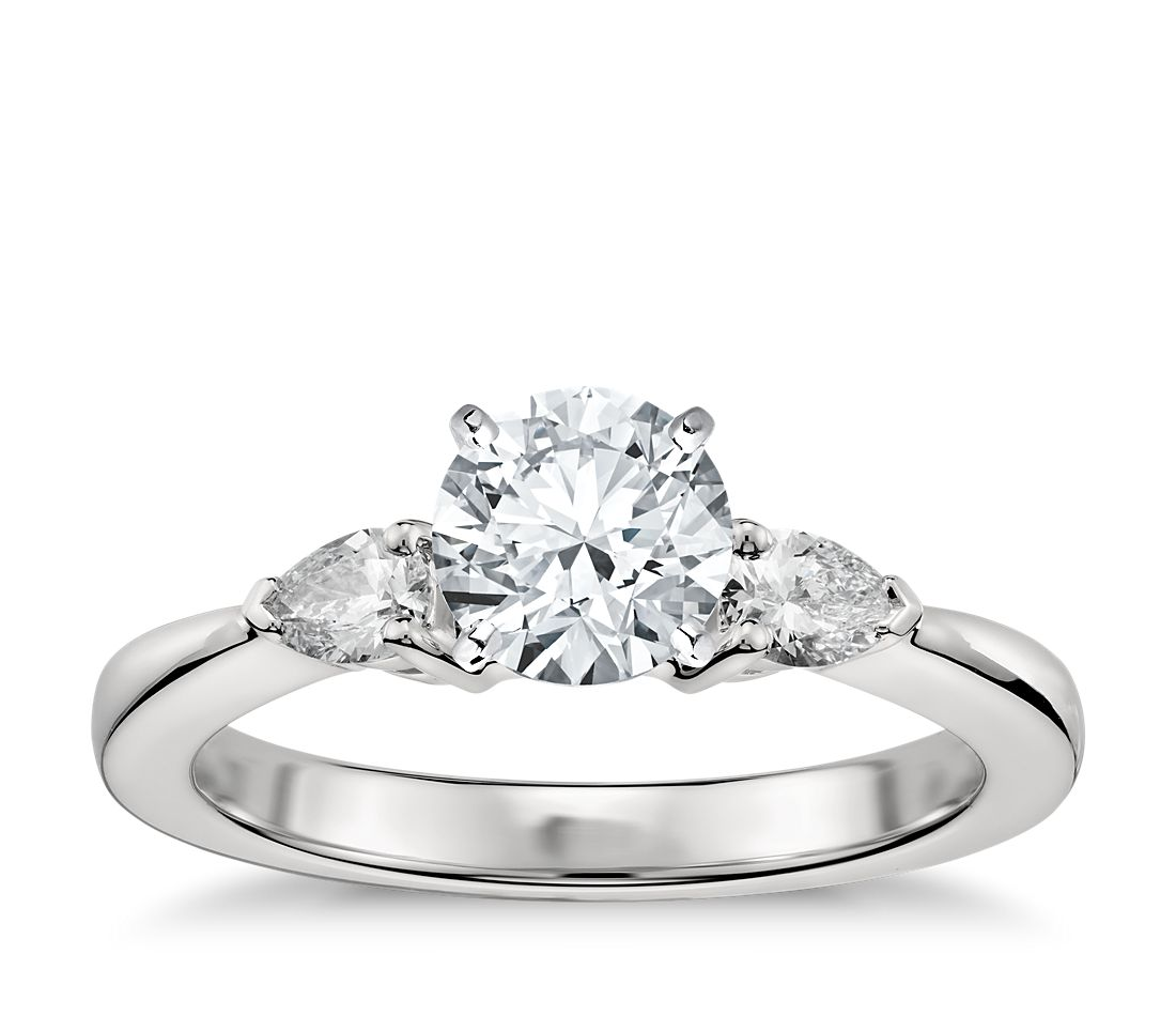 Classic Pear Shaped Diamond Engagement Ring in Platinum (1/4 ct. tw.)