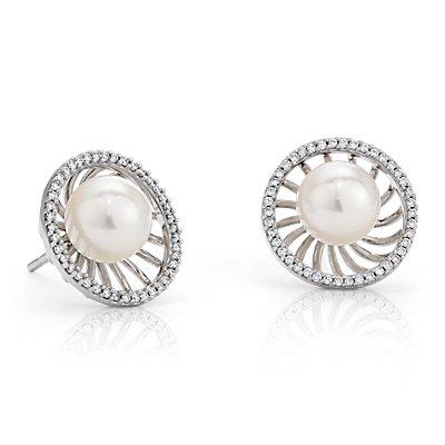 Boucles d'oreilles diamant et perle de culture d'eau douce d'inspiration vintage en or blanc 18carats (8mm)