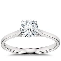 铂金 小巧大教堂单石订婚戒指