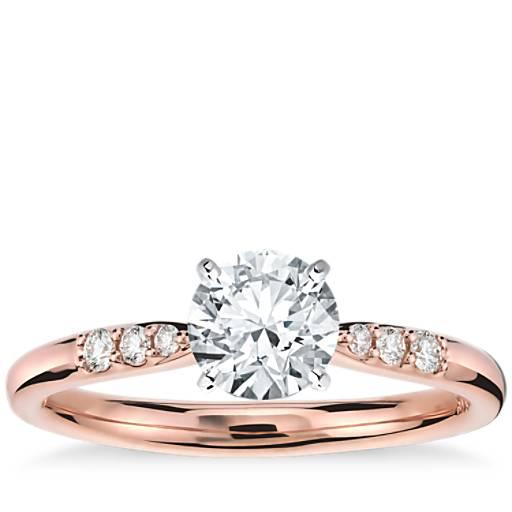 Anillo de compromiso de diamantes pequeños en oro rosado de 14k (1/10 qt. total)