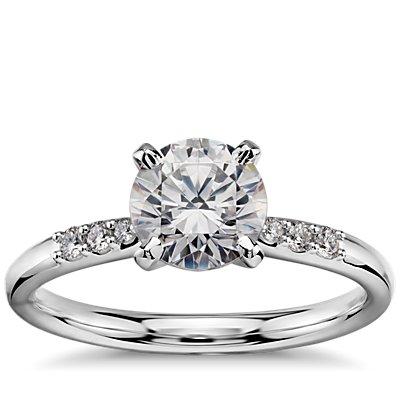 Anillo de compromiso de diamantes pequeños preseleccionados de 1 quilate en oro blanco de 14k