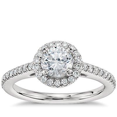 1/2 克拉铂金预镶嵌经典光环钻石订婚戒指