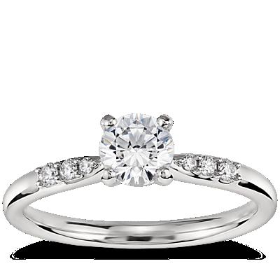 1/2 克拉铂金预镶嵌小巧钻石订婚戒指