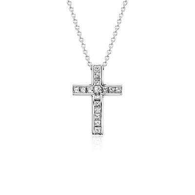 Colgante con cruz de diamantes de talla princesa en oro blanco de 18k (1/2 qt. total)