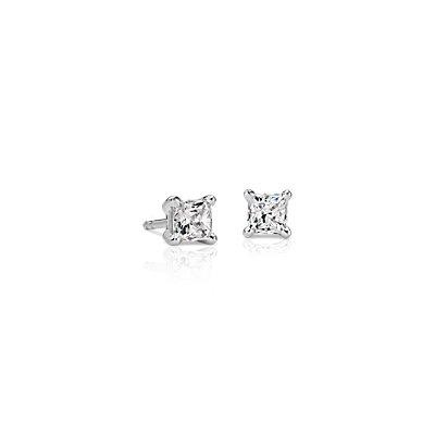 oro blanco de 18k Aretes con diamante de talla princesa con cuatro garras (3/4 qt. total)