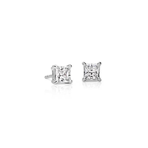 oro blanco de 18k Aretes con diamante de talla princesa con cuatro garras (1 qt. total)