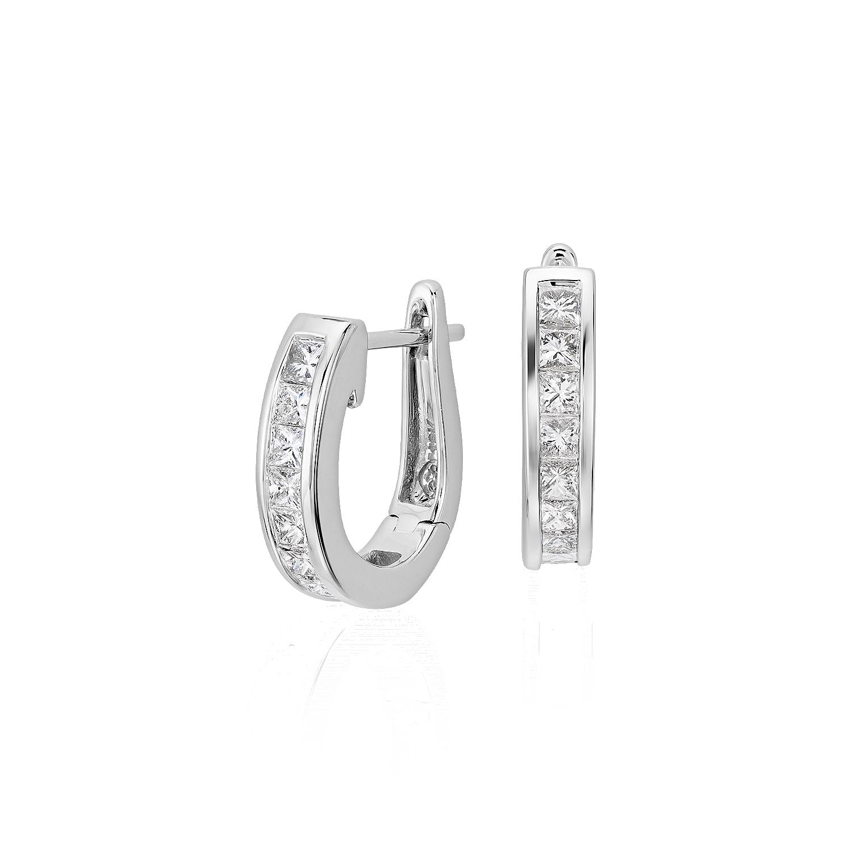 Aretes tipo argolla de diamantes de talla princesa en oro blanco de 18 k (1 qt. total)