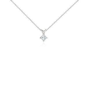 Colgante de diamantes de talla princesa con cuatro garras de platino de (1/2 qt. total)