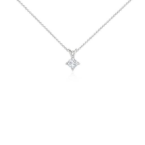 Platino Colgante de diamantes de talla princesa con cuatro garras (3/4 qt. total)