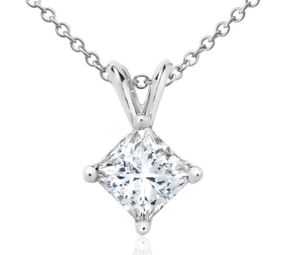 Pendentifs solitaire diamant taille princesse en or blanc 18carats (1 1/2carats, poids total)