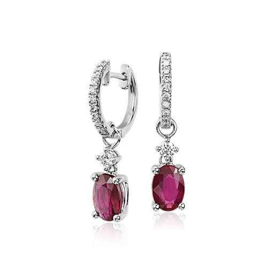 Aretes colgantes de diamante y rubí en oro blanco de 14k (7x5mm)