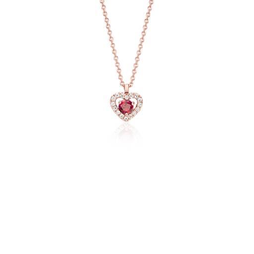 Colgante en forma de corazón con pavé de diamantes y rubí pequeño en oro rosado de 14k (3mm)