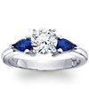 Bague de fiançailles saphir bleu taille poire classique en or blanc 18carats