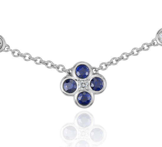 Collier floral diamant et saphir, Blue Nile Studio Something Blue en or blanc 18 carats (2 mm)