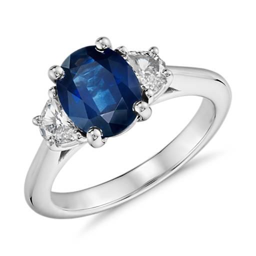 Anillo de zafiro y diamante con forma de media luna en platino (9x7mm)