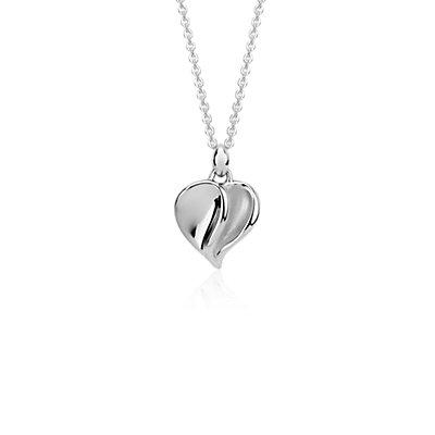 Colgante en forma de corazón satinado en plata de ley
