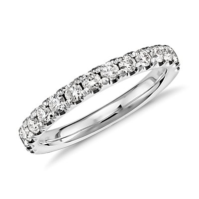 NOUVEAU Bague en diamants sertis pavé à bords festonnés en or blanc 18 carats