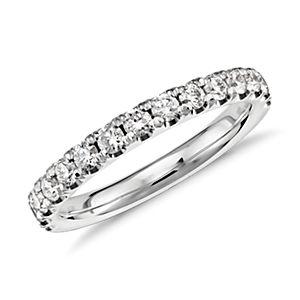 Bague en diamants sertis pavé à bords festonnés et platine