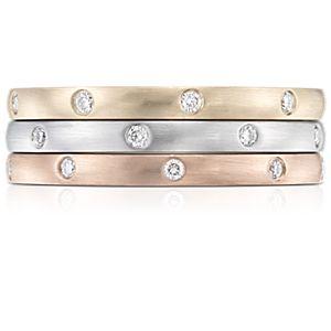 NUEVO. Anillos de eternidad de diamantes brillantes para usar juntos, en oro blanco, amarillo y rosado de 14k