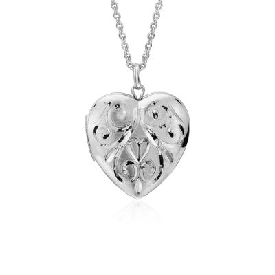 Relicario con forma de corazón con grabado a mano en plata de ley