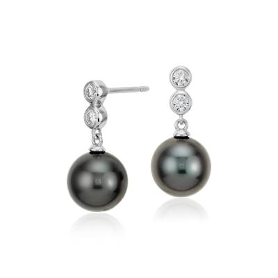 Aretes colgantes de diamantes de perlas cultivadas de Tahití en oro blanco de 18 k (9,5mm)