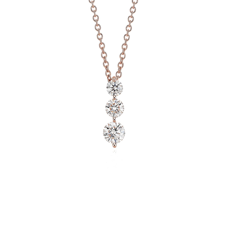 Colgante con tres diamantes en oro rosado de 18k (1 qt. total)