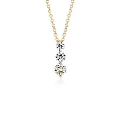 Colgante con tres diamantes en oro amarillo de 18k (1 qt. total)